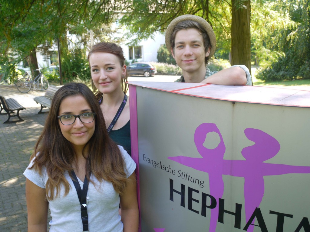 von links Melissa Pfalz, Louisa Hartel, Jonas Vincentz, drei der neuen Azubis bei der Ev. Stiftung Hephata